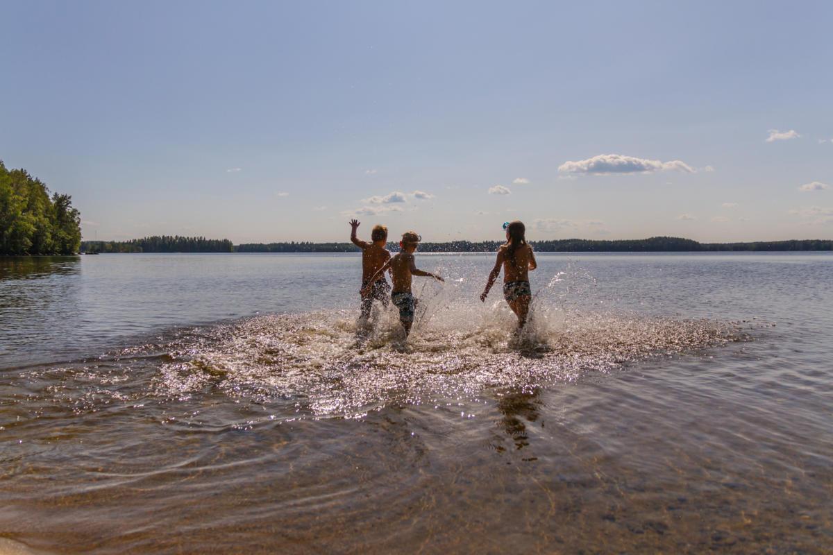 Kesän riemuja - Hakiansalmen uimaranta