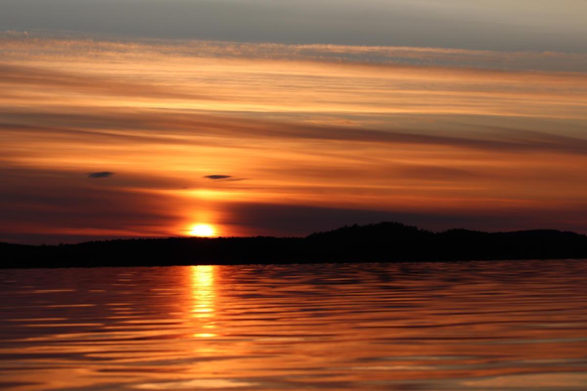 Kesäyö Vesijaolla - Suullisenlahti