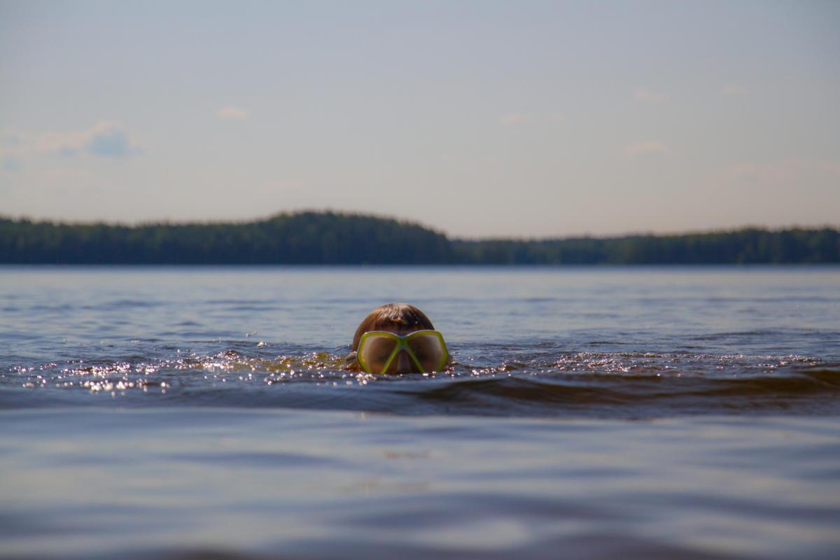 Pinnan alla - Hakiansalmen uimaranta